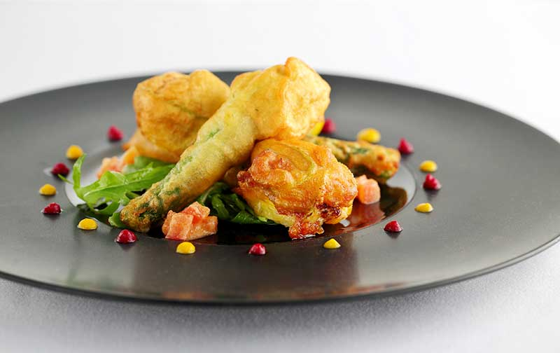 Zucchini flower fritter stuffed with ricotta and salmarejo sauce